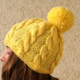 Żółta czapka z pomponem handmade rozmiar uniwersalny