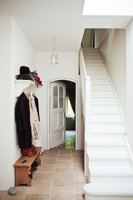a mad tea party with alis: Natural Tone: Entryways Hallways Stairways, White Staircase, Small Stairways, The Doors, Interiors Designerin, Staircase Mayb, Entrance Hall, Teas Party, Traditional Stairs