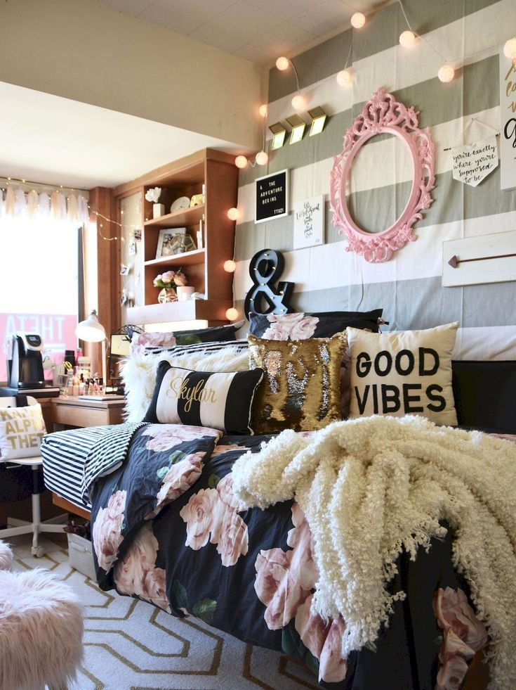best 25 small dorm ideas on pinterest rustic daybeds dorm ideas and daybed. Black Bedroom Furniture Sets. Home Design Ideas