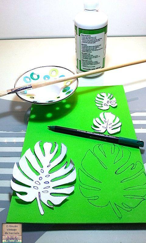 Hoy toca DIY: un cojín estampado con sello de hoja de Monstera, planta tropical por excelencia.