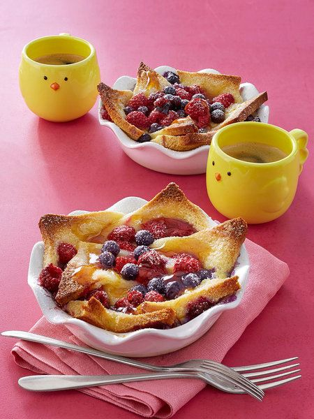 Start you Mother's Day with an irresistible (and easy!) spread with these delicious brunch recipes. Mothers Day Breakfast, Breakfast For Kids, Eat Breakfast, Breakfast Recipes, Dessert Recipes, Breakfast Ideas, Pasta Recipes, Cookie Recipes, Breakfast Healthy