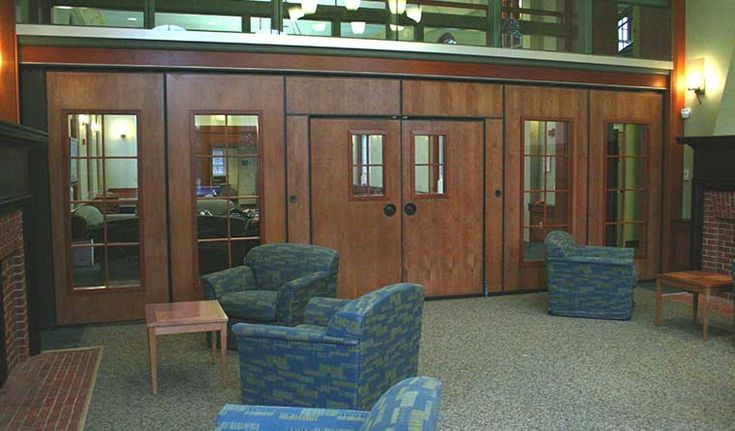 Keene State University Fiske Hall | Project in Dayville. The 743-E and SIGNATURE 8760 are an electrically operated partition driven by a very safe and reliable cable system #electricalpartitions #acoustics #sound #movablepartition #Moderco #International #Canada #UnitedStates