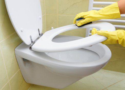 Klozetteki Sarı Lekeleri Temizlemenin En Pratik Yolu