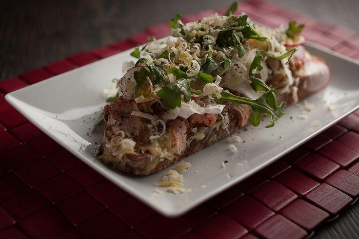 Sandwich de carpaccio de porc façon vitello tonnato | Recettes | Signé M