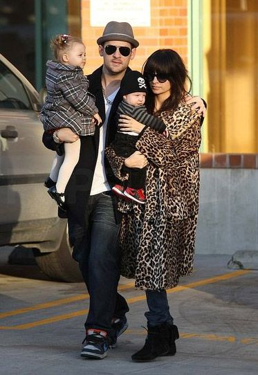 Very cool family! Nicole Richie with her family. ♥ Check out my #celebrity website for more fun stuff! ♥ #celebritysizes