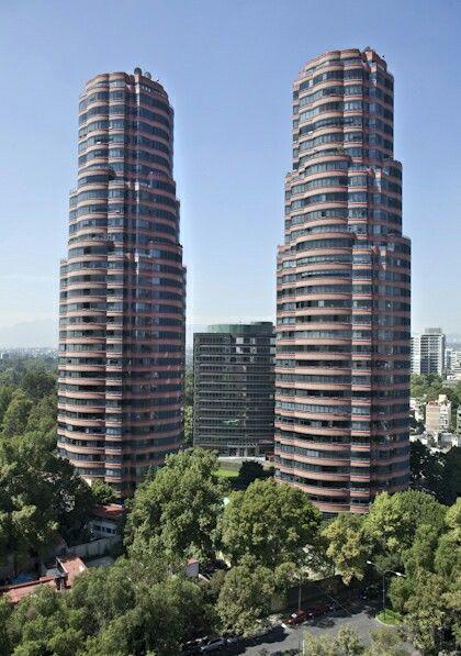 Torres Residencial del Bosque. Mejor conocidas como torres gemelas de Polanco. Mex. D.F.