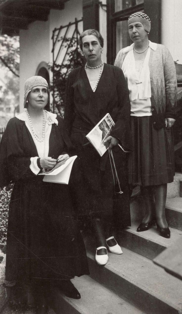 Three edinburgh´s sisters: Queen Marie of Romania (down) with sisters, Gdss Victoria Fyodorovna of Russia (middle) and Pss Alexandra of Hohenlohe- Langeburg. 1920s.