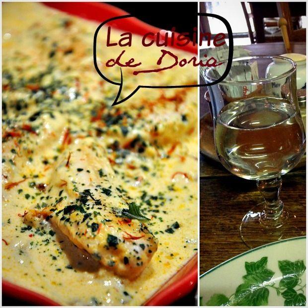 Poulet sce crémeuse-parmesan + tomates séchées - 4 blancs poulet, 1 cs huile olive, 2 gousses ail hachées,  1/2cc Sambal Oelek, 2dl bouillon poulet,1,5 dl crème, quelques tomates séchées en dés, 50g parmesan râpé, sel, poivre 5 baies, basilic ciselé. Chauffer huile ds 1 poêle, faire revenir poulet. Saler, poivrer. Réserver.Ds même poêle, faire revenir brièvement ail+purée piment, bouillon, crème, tomates séchées et parmesan. Mijoter =>épaississement. Mettre poulet, mijoter 3-4'.Basilic