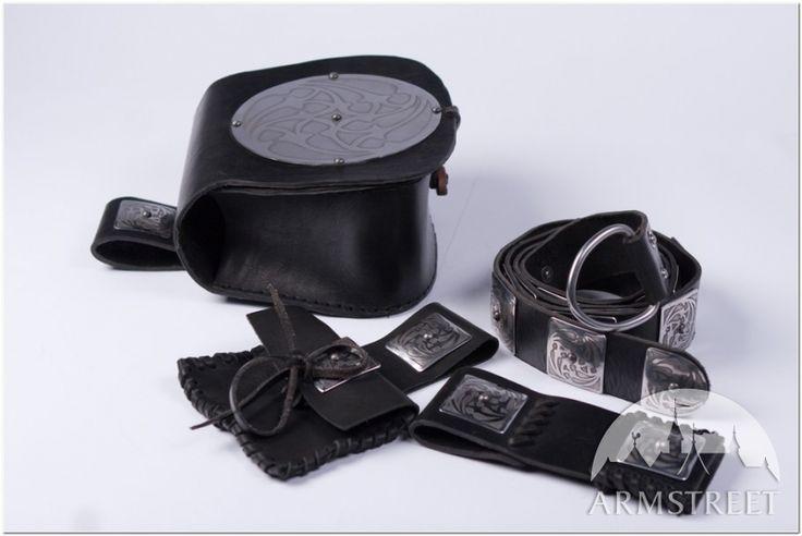 L'ensemble : sac de guerre, ceinture, pochette et porte-épée par ArmStreet