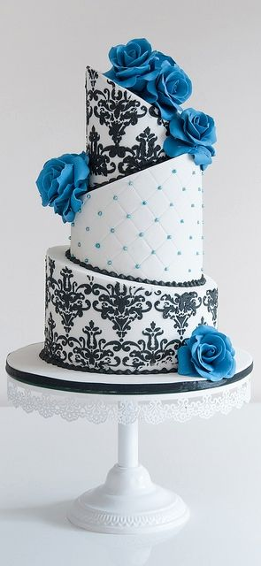 Love this one #cake #classic #blue