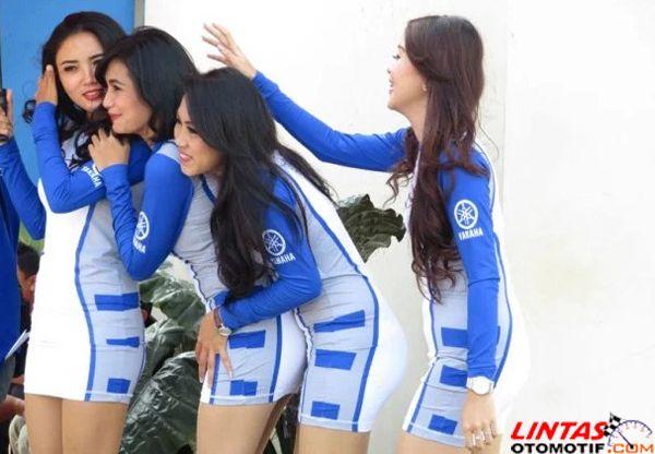 Kumpulan Foto Umbrella Girl Yamaha Cup Race Bogor - Lintas Otomotif | Majalah Otomotif Online Indonesia