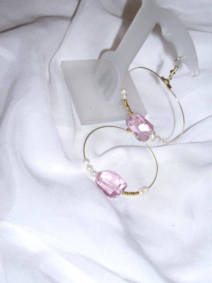 Κρίκοι με ροζ κρύσταλλα και μικρά μαργαριταράκια Earrings with pink crystal beads and pearls Κωδικός/code: 01023/1 Τιμή/price:11 €