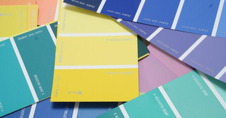 """Encontre os códigos de cores de tintas. Se você precisa retocar a pintura exterior de sua casa, ou encontrar o código ou a fórmula da tinta, essa será uma tarefa difícil caso não tenha nenhuma tinta sobrando para usar como referência. Você não só terá que encontrar a fórmula da cor, mas também a combinação e o brilho perfeitos. Nos """"velhos tempos"""", sua loja de pintura ou pintor poderia ..."""