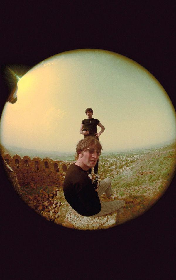 Ringo fez faxina em casa e achou toneladas de fotos dos Beatles