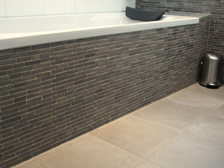 Natuursteen mozaïek in badkamer