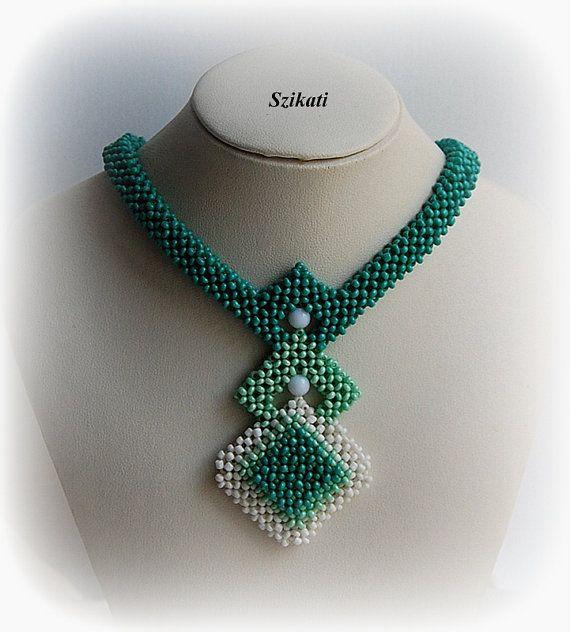 Casa de la Moneda de cuentas blanco neckleace, collar de cuentas de semilla OOAK, collar beadwoven satement, abalorios arte, joyas de ángulo recto de la armadura, regalo único