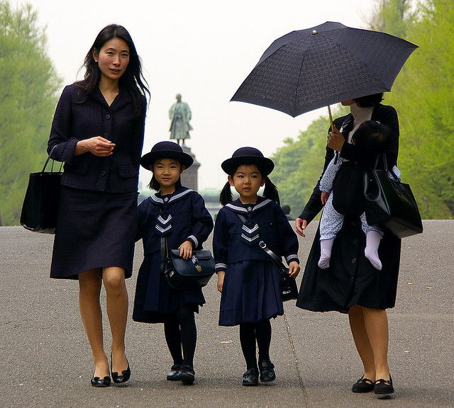kinder single asian girls Little boys & little girls last updated: august 04, 2005 05:06:07 am a little boy and a little girl were sitting on the porch talking, when the little girl asked.