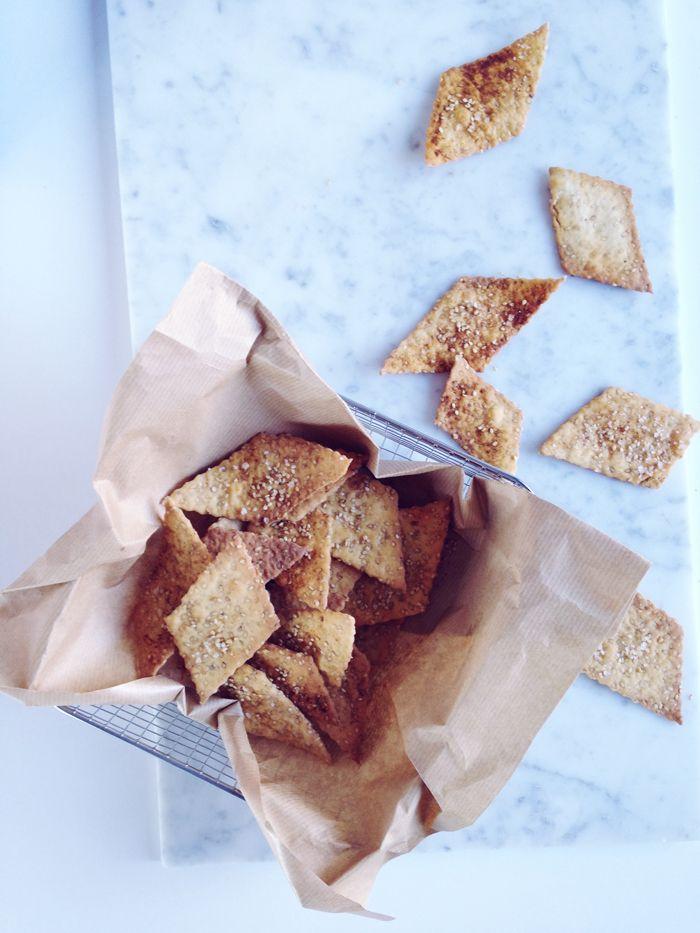 timo e basilico: Crackers alla birra e semi di sesamo {quick and easy}