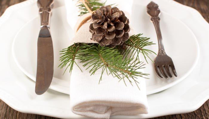 natur deko tannenzweige tannenzapfen tischdeko weihnachten. Black Bedroom Furniture Sets. Home Design Ideas