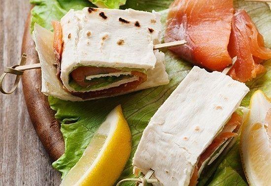 Piadine di riso con salmone e robiola