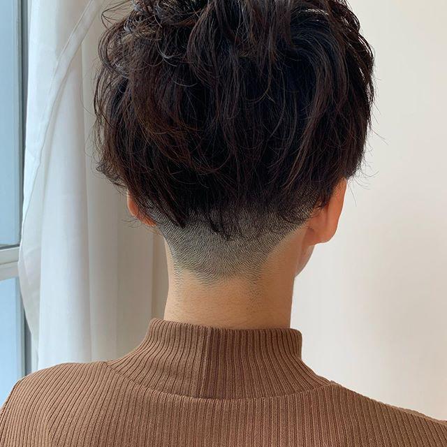 Rika Kogaはinstagramを利用しています 美容day 年末まで綺麗でいたいから今回は短めに0 8ミリ 青いし寒い 刈り上げ女子 ハンサムショート ヘアースタイル 襟足 刈り上げ