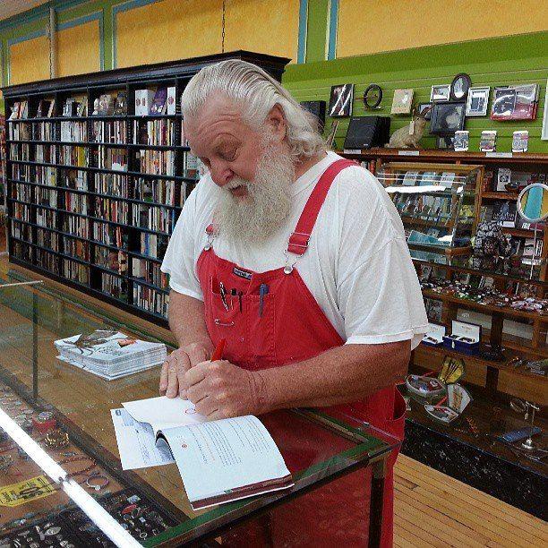 David Stoner Aka Sioux Falls Santa Has A New Book