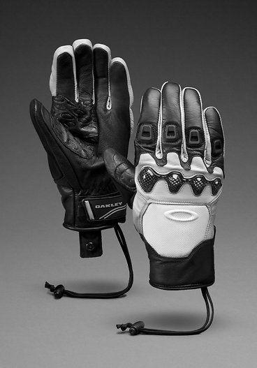 Snowboarding Gear. Oakley Winter Gloves
