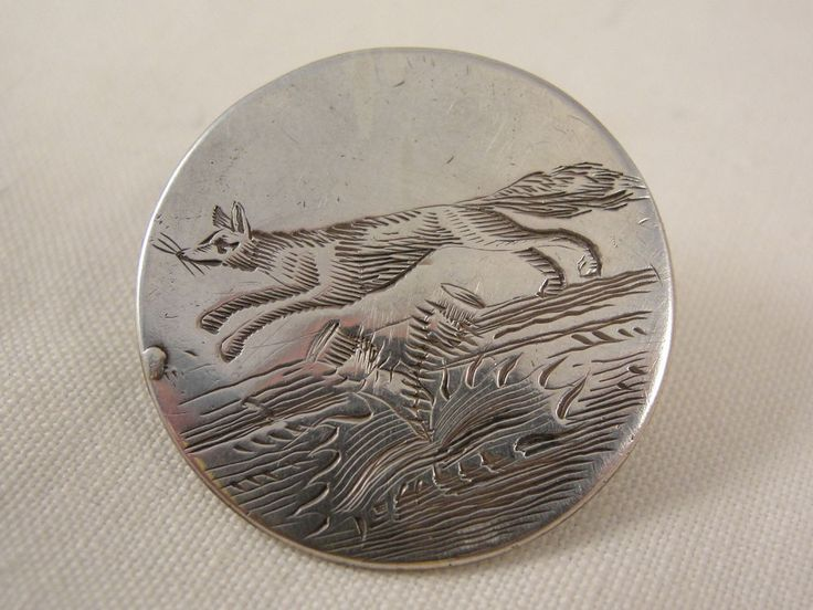 rare Scottish Georgian solid silver hunting button with engraved decoration of a running fox over a thistle.  Hallmarks / date / Maker: Hallmarked Scottish sterling silver with hallmarks for Edinburgh c1790 maker WP  Condition: Great condition. Lovely engraving. Good hallmarks.  Dimensions: 2.8cm x 2.8cm Weight: 6g