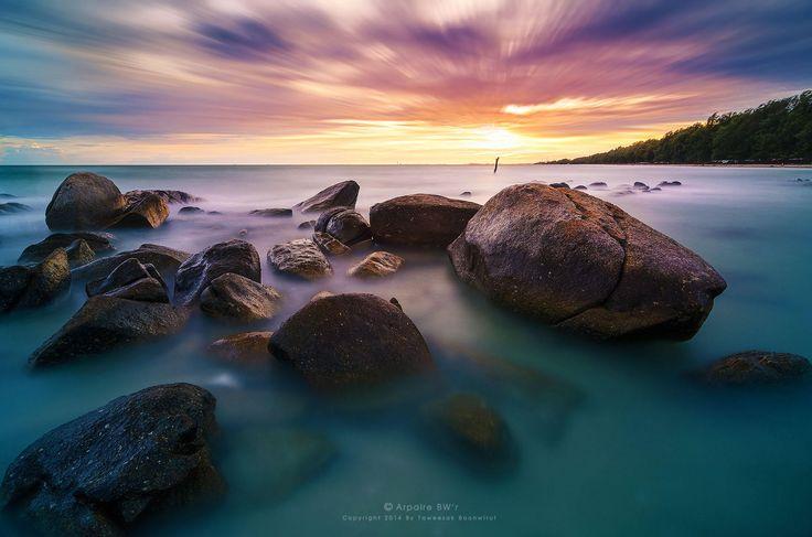 Photograph Lanhinkhao, Maeramphueng Beach (ลานหินขาว หาดแม่รำพึง) by Taweesak Boonwirut on 500px