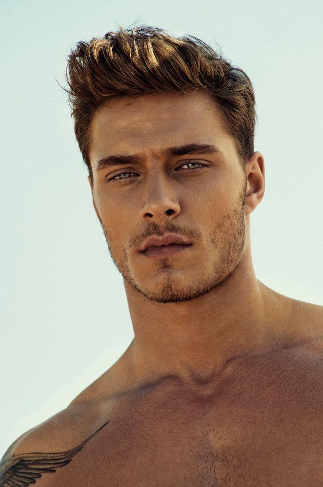 67. Männerfrisur: Der Männer Hairstyle von Model Burak Çelik lässt sich mit etwas Haargel in den Fingern schnell verändern! #BeardHype