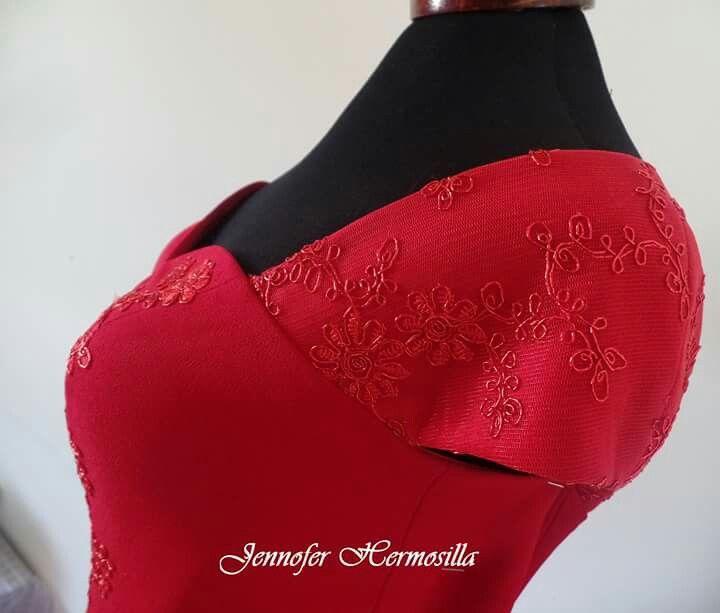 Vestido rojo italiano con bordado