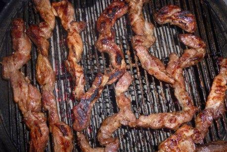 Barbecue: Geröstetes Schweinefleisch – saftiger Schweinenacken mal nicht als Steak gegrillt   Ohne Mist