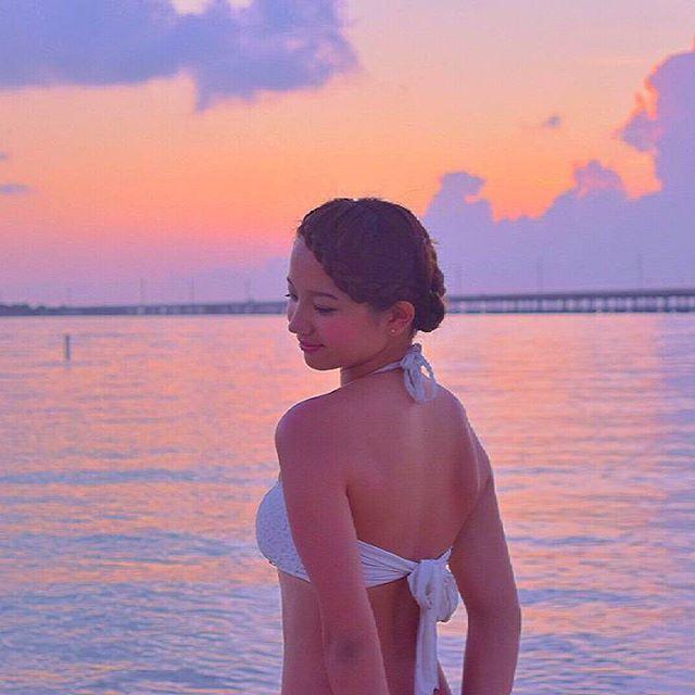 【haruka_412】さんのInstagramをピンしています。 《日本に帰るのに自分の体型が醜すぎて恥ずかしいから最近ダイエットしてたら一気に3キロ減った♥太るのは自分に甘いから...😑 後三週間で何キロ減るかな?  #ダイエット#細くなりたい#継続#頑張る#減量#夏#海#サンセット#水着#sea#sunset#summer#pic#photo#me》