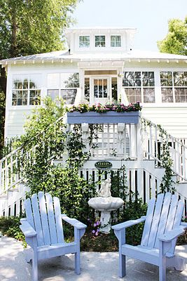 this patio makes me crave  springtime!! I mean, who doesn't want to sip a lemonade in those chairs??