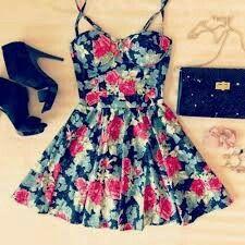 Q tumblr!! Vestido florido, salto preto, bolsa preta e acessórios!!