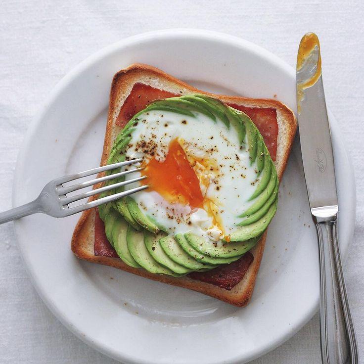 ローラさんも作ってる♪話題の「アボカドトースト」で最高の朝食を♡ - macaroni