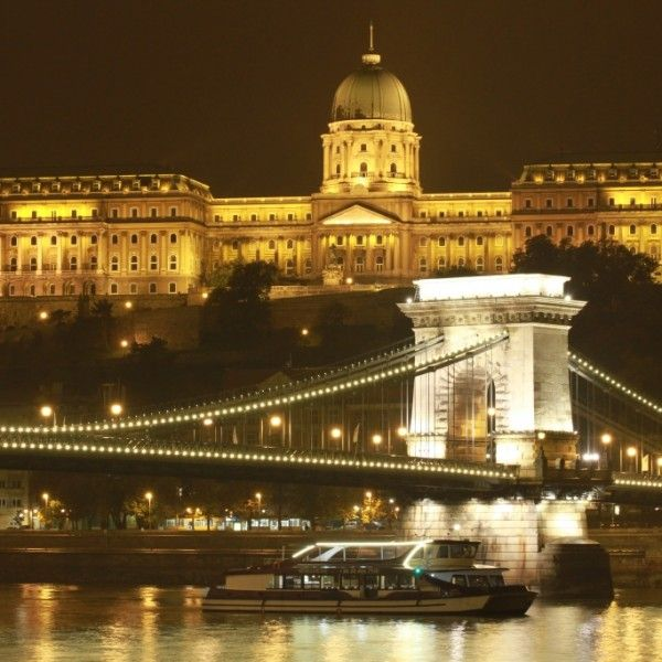 Budapest RIver Cruise With Piano Battle