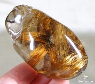 Quartzo rutilado - é simplesmente um tesouro da natureza. Tenho uma pedra bruta na minha coleção.