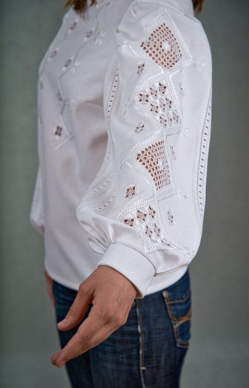 Awesome Etsy listing at https://www.etsy.com/pt/listing/123690695/traditional-hand-embroidered-womens