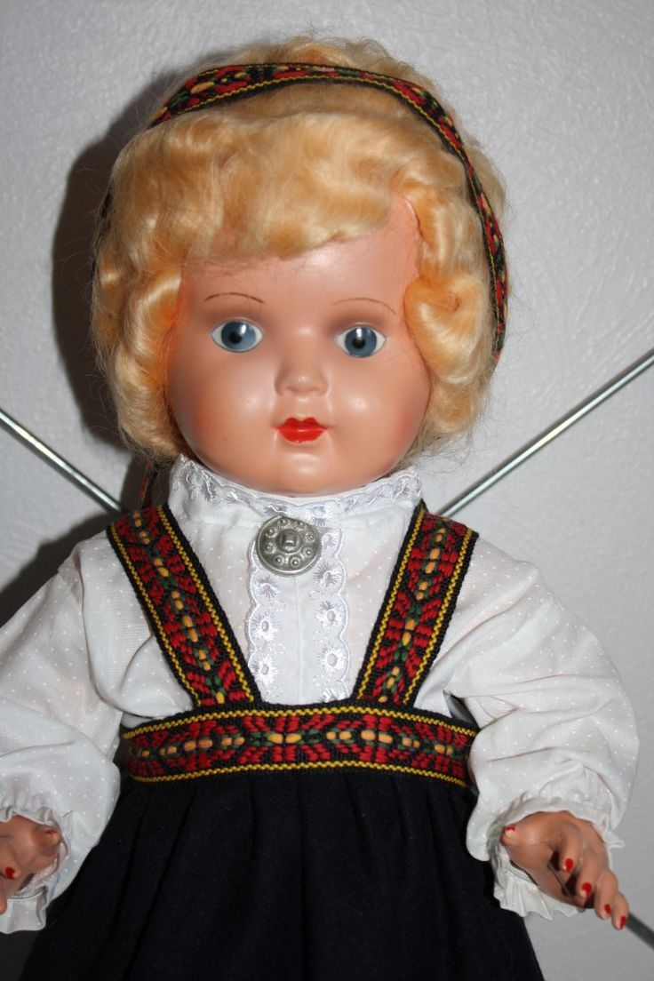 dukkehobby.com ~ I had a doll dressed like her.  I wished I'd kept her now.  Norwegian