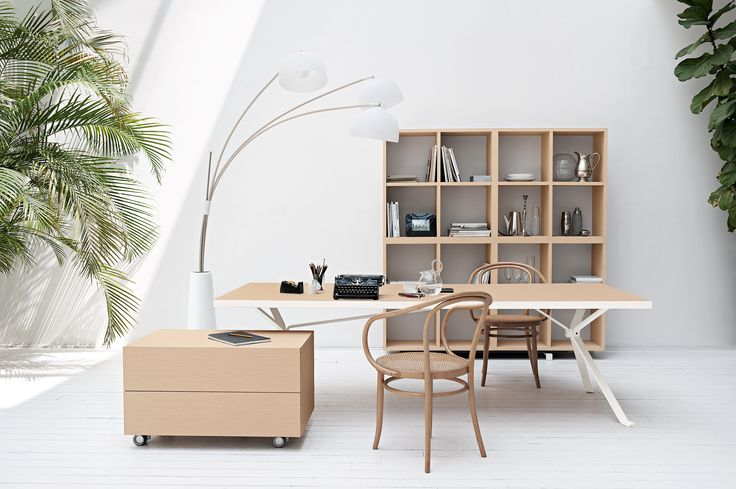 Revo table pale oak wood top and white metal structure #homeoffice #humanoffice