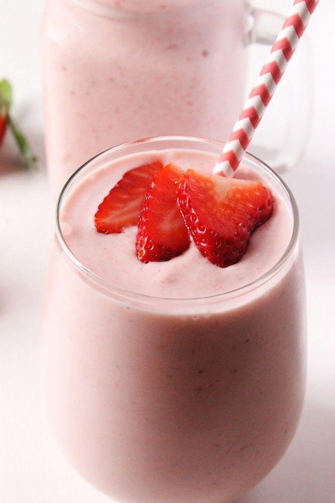 Strawberry Piña Colada Smoothie | Natural Chow #smoothie #healthy #pinacolada #summer #beverage via @margaretdarazs http://naturalchow.com