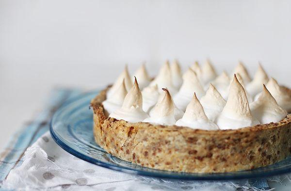 Caramel pie with vanilla custard and swiss merengue