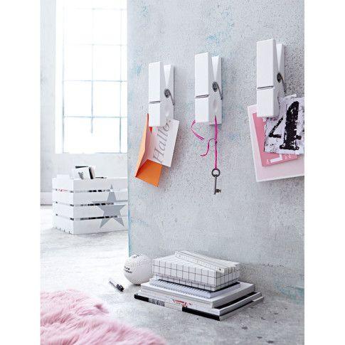 Zum Verstauen: weiße Holzkiste mit silbernen Stern. Nicht nur praktisch, sondern auch dekorativ. #impressionen #decoration