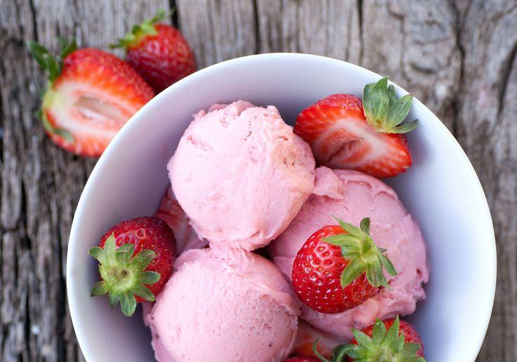 Erdbeereis selber machen – In 4 Schritten zum Erdbeereis mit frischen Erdbeeren!