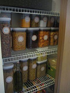 Nos encanta la idea de organizar con recipientes iguales, increíble el cambio que hubo del antes y después.