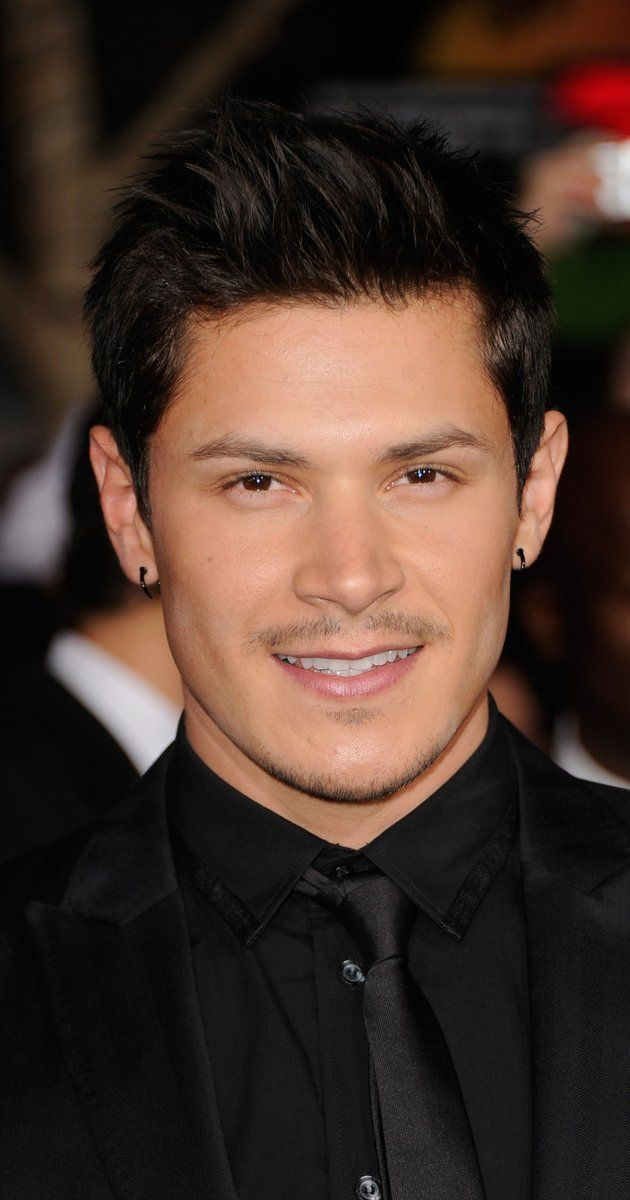 "Alex Meraz, Actor: The Twilight Saga: Eclipse. Alejandro ""Alex"" Meraz born January 10, 1985 is an American dancer, actor and martial artist. Meraz is best known for playing the werewolf named Paul Lahote in the film New Moon. Alex's first big film was The New World as one of the Powhatan core warriors, inspiring him to continue acting. Thereafter he was in the running for the film Apocalypto but in the end was turned down. His big break came ..."
