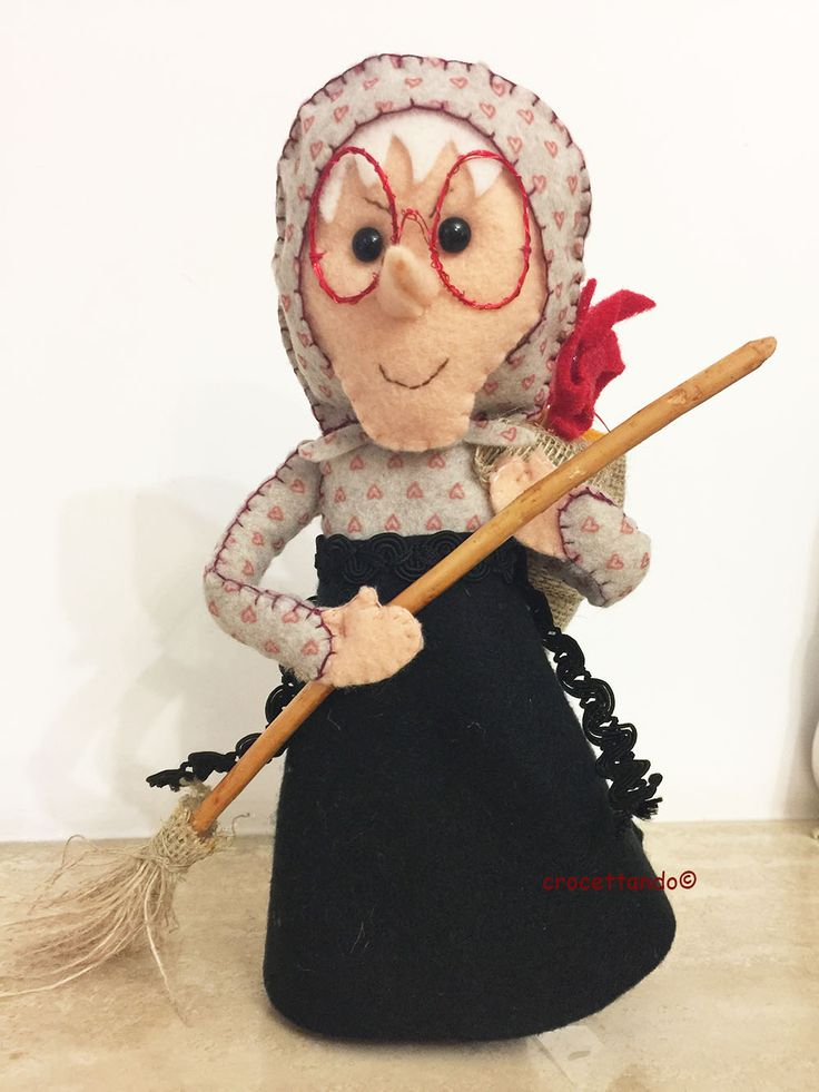 Befana in pannolenci by giuseppina ceraso crocettando https://crocettando.wordpress.com/2016/11/20/la-befana-vien-di-notte-tutorial-pannolenci/