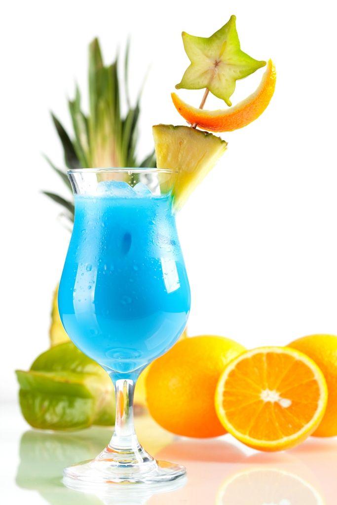 Malzemeler: 4 cl Beyaz Rom 4 cl Ananas Suyu 1 cl Blue Curacao 2 cl Hindistan Cevizi Şurubu Yapılışı: Bütün malzemeleri bol buz doldurulmuş shakere alın ve iyice çalkalayın. Yeterince çalkaladıktan sonra karışımı bardağa boşaltın. Ananas ve portakal kabuğu vb. meyvelerle süsleyebilirsiniz. Afiyet olsun!