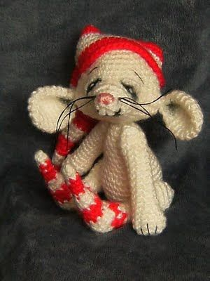 "So adorable. Tutorial  Could be ""Santa Mouse"""